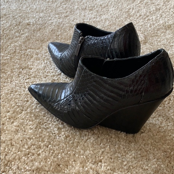 Kenneth Cole Reaction Shoes - Kenneth Cole Reaction snake leather booties.